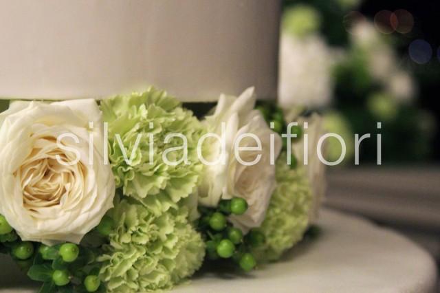 wedding cake con fiori freschi