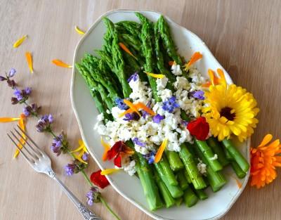 asparagi e fiori