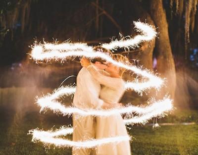 E che magia sia, con le stelle filanti luminose!