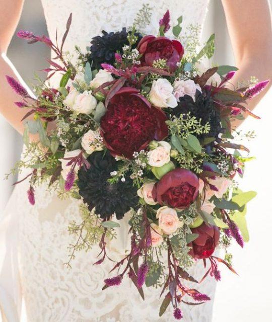 Bouquet Cadente Sposa.Le 5 Tipologie Di Bouquet Da Sposa Guida All Uso Silviadeifiori
