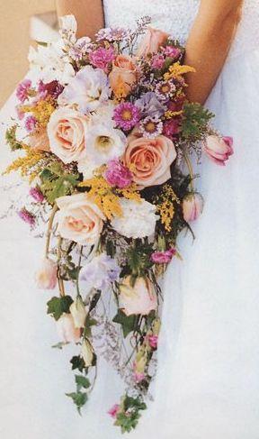 Bouquet Sposa Lungo.Le 5 Tipologie Di Bouquet Da Sposa Guida All Uso Silviadeifiori