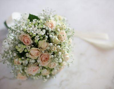 Il-bouquet-sposa-rotondo-fiori-piccoli